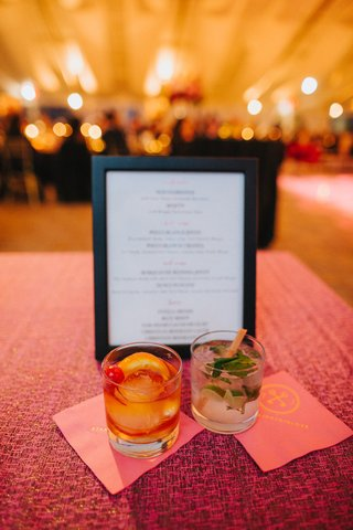wedding-cocktail-hour-signature-drinks-bride-and-groom