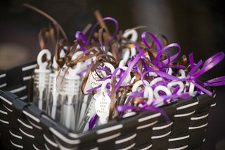 wedding-favor-bubble-dispenser-with-ribbon-and-charm
