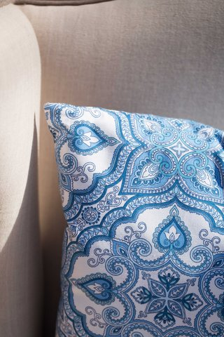 blue-and-white-seating-southern-inspired-wedding-paisley-pattern-pillow
