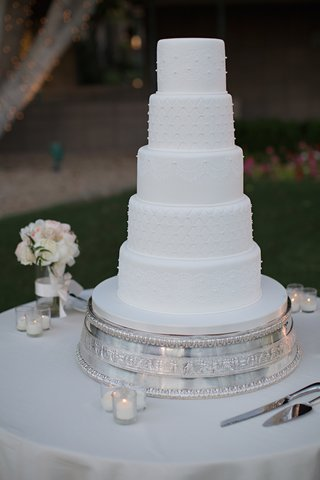 wedding-cake-with-white-fondant-lace-quilted-design-and-pearls-on-a-silver-stand