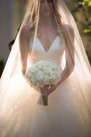 white-v-neck-halter-top-vera-wang-wedding-dress-with-ranunculus-bouquet-white