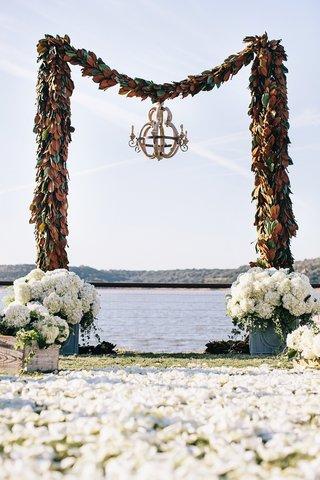 archway-made-of-magnolia-leaf-garlands