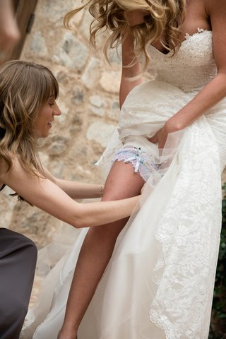brock-osweilers-wife-with-white-and-light-blue-leg-garter
