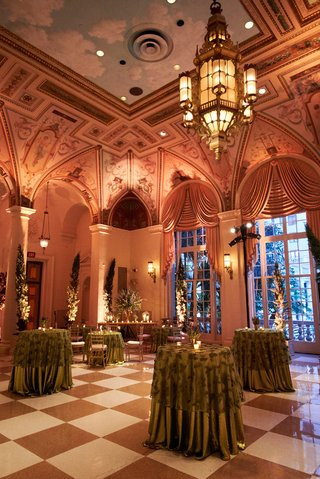 the-breakers-wedding-cocktail-hour-with-standing-tables-with-green-linens