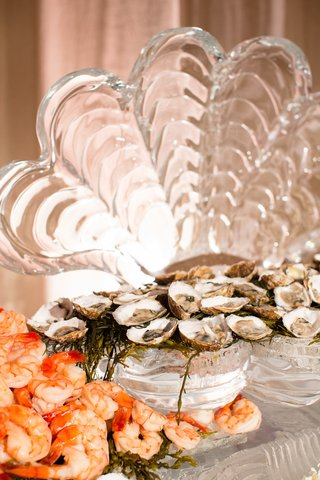 shrimp-and-oysters-seafood-on-clam-shell-ice-sculpture