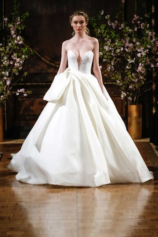 isabelle-armstrong-spring-2017-brett-strapless-ball-gown-with-plunging-neckline-and-bow-detail