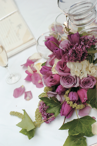 purple-white-and-green-flower-and-leaf-centerpiece