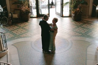 bride-and-groom-dance-in-the-lobby-of-casa-del-mar-hotel-in-santa-monica