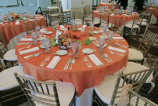 tropical-tablescape-with-green-anthuriums