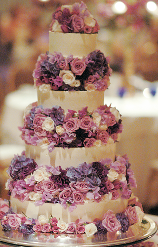four-layer-wedding-cake-with-fresh-rose-and-hydrangea