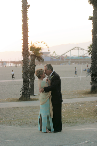 older-couple-embrace-on-santa-monica-beach