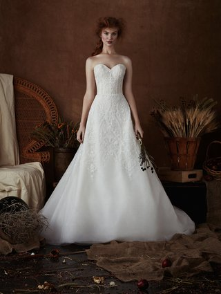 mackie-by-isabelle-armstrong-spring-2018-scroll-motif-beaded-embroidered-a-line-sweetheart-neckline