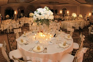 ivory-linens-on-round-tables