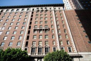 the-brick-exterior-of-the-millennium-biltmore-hotel-los-angeles