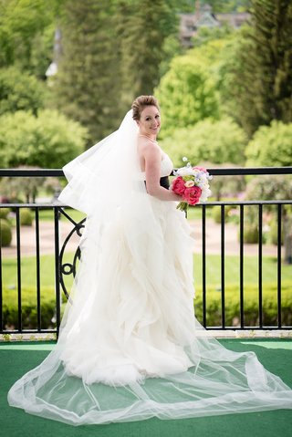 bride-gown-vera-wang-black-sash-posing-long-veil-colorful-bouquet-portrait-west-virginia-wedding