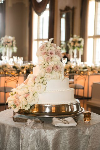 four-tier-white-weddign-cake-with-blush-and-white-roses-and-calla-lilies