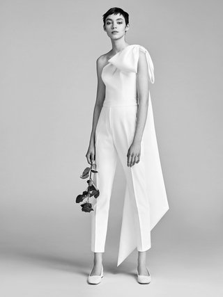 look-7-vrm046-by-viktor-rolf-bridal-jumpsuit-with-one-shoulder-with-large-bow