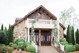 2400-on-the-river-wedding-reception-lodhe-with-floral-garland-cascading-down-balcony