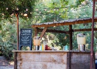 wedding-at-barn-venue-in-santa-barbara-wood-bar-with-chalkboard-sign-signature-cocktails