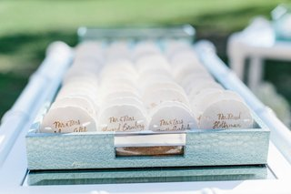 wedding-place-cards-for-oceanfront-ceremony-seashell-place-cards-in-light-blue-tray-on-bar-cart