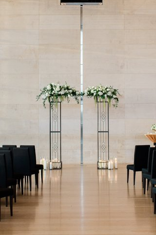 wedding-at-clinton-presidential-library-iron-arch-with-white-flowers-and-greenery