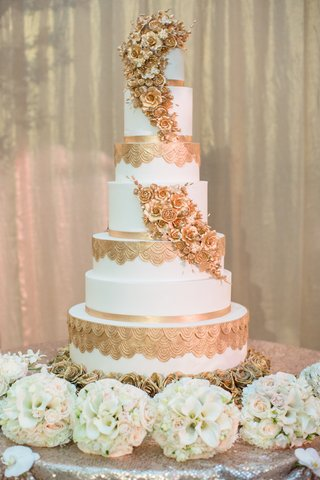 brides-wedding-cake-with-gold-sugar-flowers