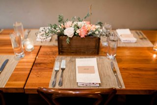 simple-wood-tablescape-planter-box-florals-white-pink-green-place-mats-place-cards-rustic-wedding