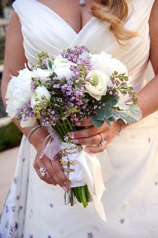 bridal-bouquet-with-white-flowers-and-small-purple-buds-as-an-accent