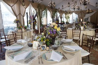 champagne-hued-circular-tablescape-centerpiece-purple-yellow-chandeliers-new-york-city-skyline