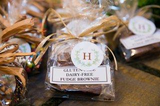 chocolate-pretzel-wedding-favors-tied-with-raffia-ribbon-for-gay-wedding