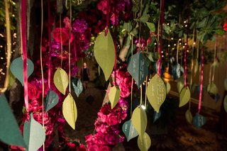 garden-themed-reception-escort-card-tree-names-and-place-cards-on-leaves