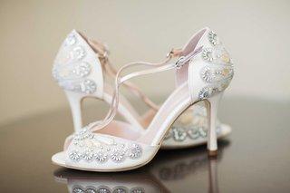 low-beaded-bridal-shoes-pink-inside-gems-details-heels