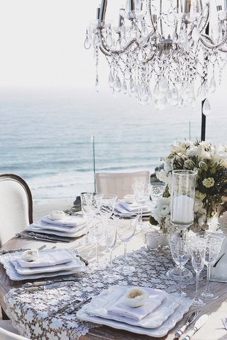 table-at-brittney-palmer-and-aaron-zalewskis-reception