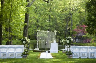 outdoor-wedding-ceremony-surrounded-by-trees