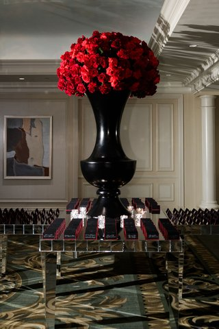 wedding-reception-mirror-table-escort-cards-black-tall-urn-centerpiece-red-rose-flowers