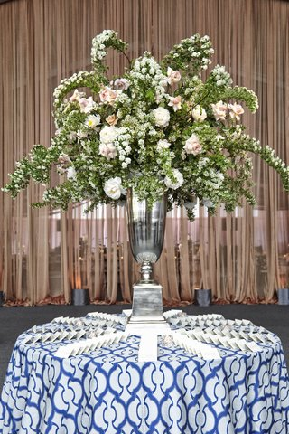 place-card-table-with-blue-and-white-linen-and-large-flower-centerpiece