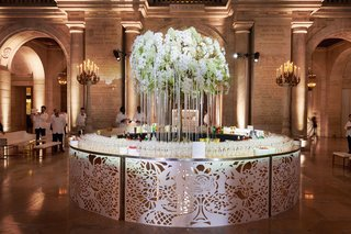 circle-table-laser-cut-details-champagne-and-bar-circular-with-ribbon-orchid-tree-center