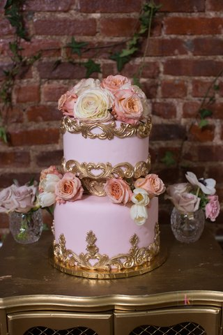 two-tier-wedding-cake-with-pink-buttercream-gold-details-fresh-flowers