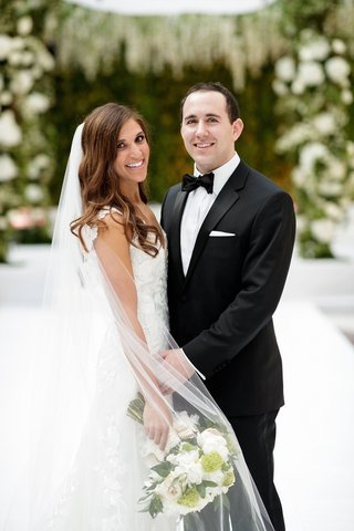 cute-couple-in-chicago-harold-washington-library-wedding-ceremony-greenery-white-flowers-bouquet