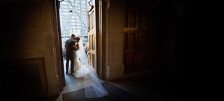 bride-and-groom-newlyweds-kiss-in-the-doorway-of-chicago-presbyterian-church