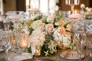 soft-blush-roses-and-white-flowers-with-floating-candles