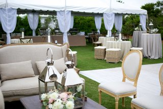 coastal-reception-lounge-setting-sofas-chairs-coffee-table-low-centerpiece-lanterns