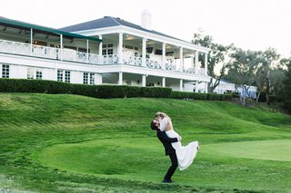 diablo-country-club-wedding-bride-and-groom-on-golf-course-groom-lifts-bride-in-the-air