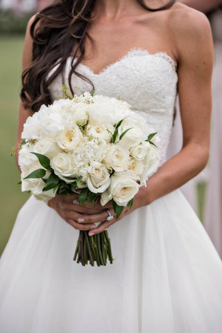 bridal-bouquet-with-traditional-and-garden-roses