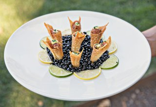 ahi-tuna-in-crispy-cone-bite-size-appetizer-wedding-hors-doeuvres-cocktail-hour