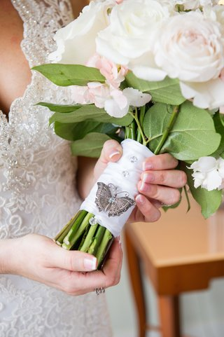 bride-holding-ribbon-wrapped-flowers-with-sparkles
