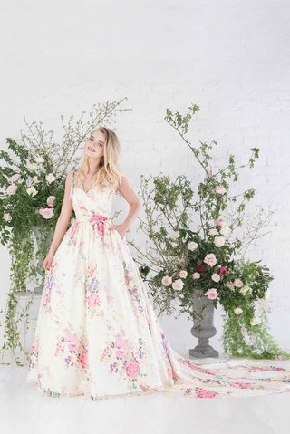 charlotte-balbier-untamed-love-v-neck-wedding-dress-with-flower-print-and-long-train