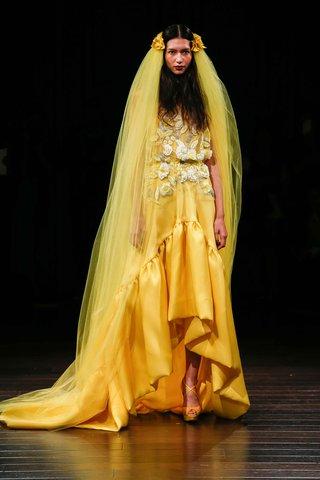 naeem-khan-bridal-fall-2017-nairobi-yellow-high-low-wedding-dress-embroidery-flower-bodice-silk