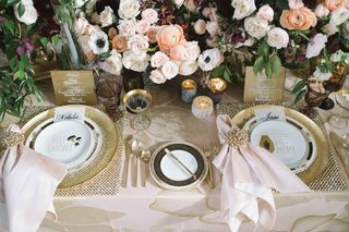 luxe-linens-blush-hibiscus-blush-napkins-gold-charger-ranunculus-anemone