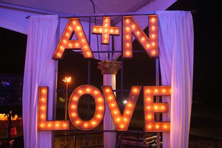 initial-and-love-marquee-lighting-sign-for-wedding-party